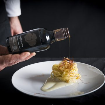 dressing-made-with-extra-virgin-olive-oil-and-truffle-250ml-bottle
