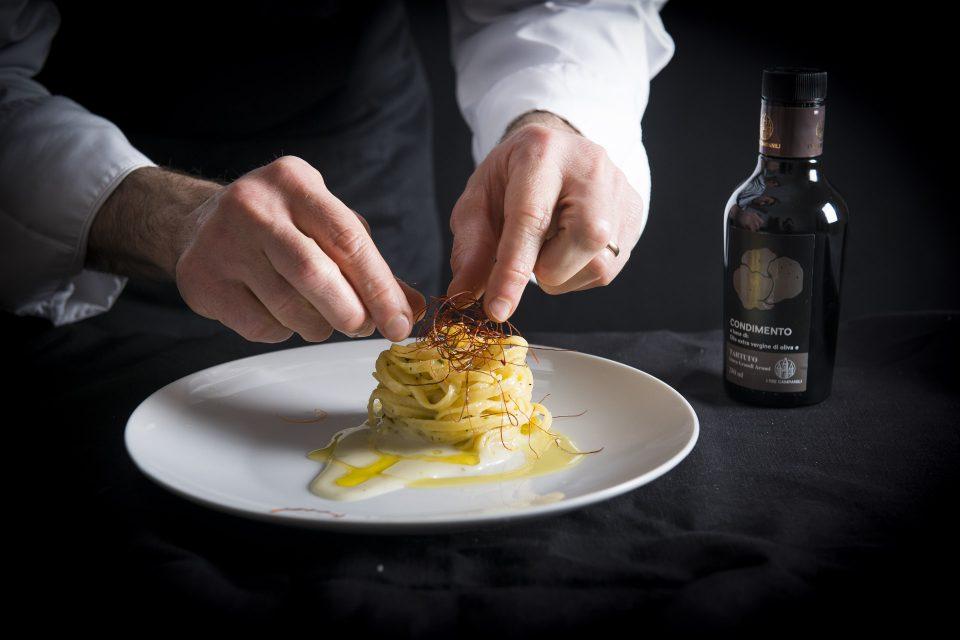 Tagliolino al tartufo su letto di patate al rosmarino e germogli di peperoncino