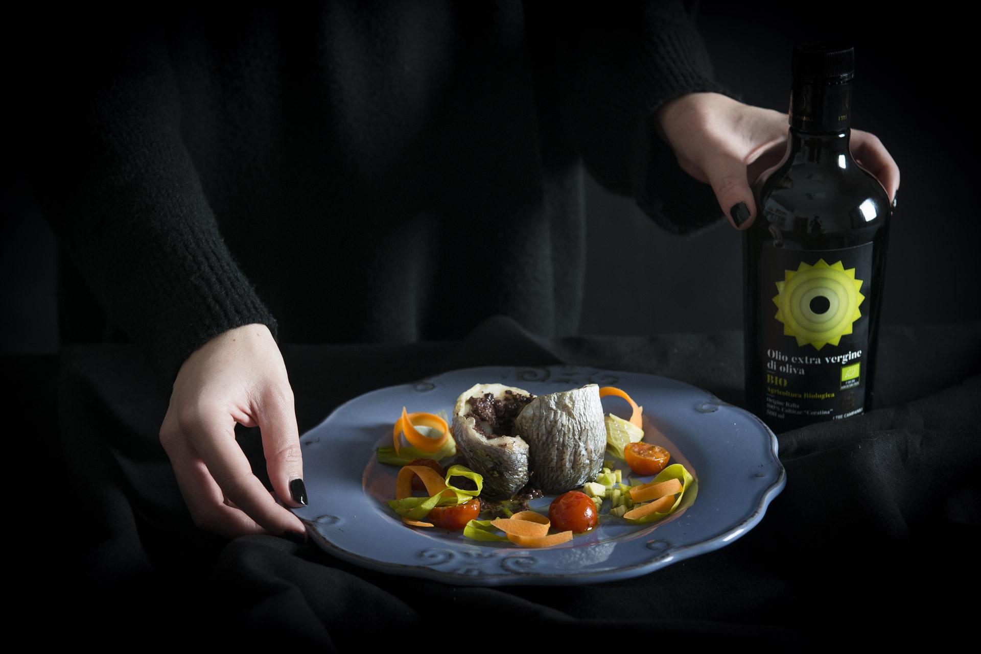 Turbanti di orata in crosta di olive, con avocado e pomodorini confit